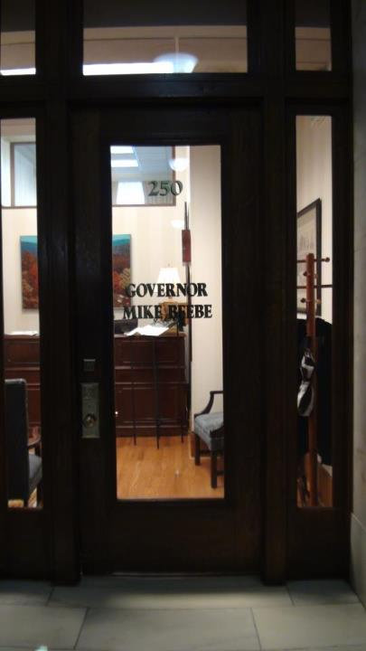130322_governor_arkansas_door