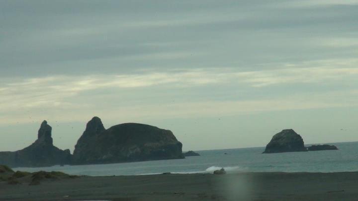 130513_more_of_rocks_shoreline