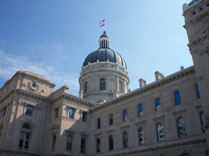 150601_capital_dome_and_flag