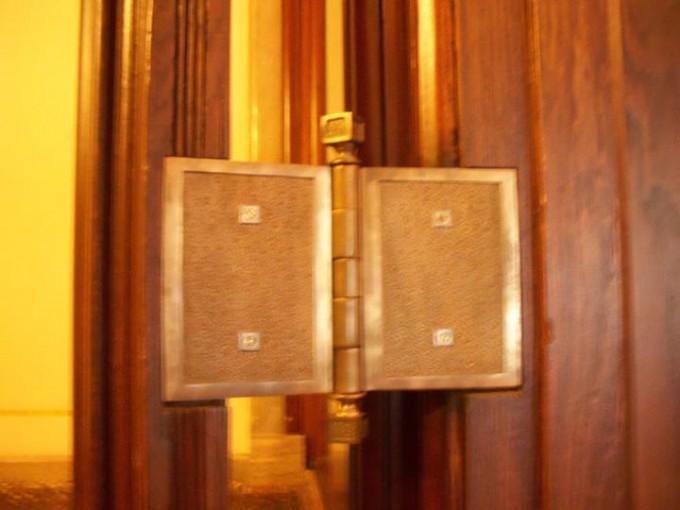 150929_nifty_door_hinge